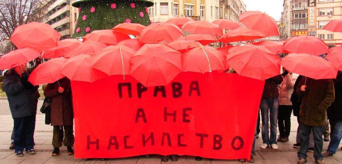 На 17 декември 2007 година за првпат беше промовиран црвениот чадор